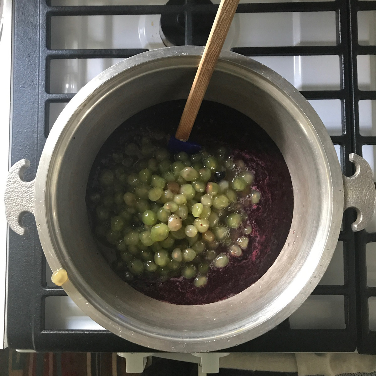 simmer, grapes, concord grapes, jam process